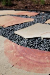'Black Star' gravel and flagstone